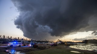 18 души загинаха в САЩ при торнадо и бури