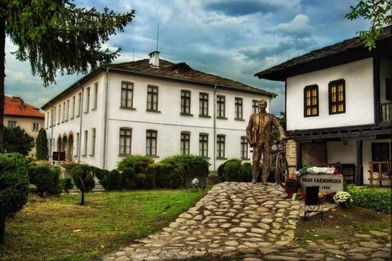 Музеят на народните художествени занаяти и приложни изкуства и Къщата-музей на Иван Хаджийски