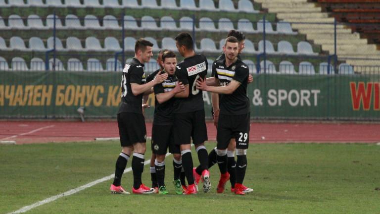 Трима играчи напускат Славия през лятото?