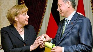 Меркел натисна Турция да отвори пристанищата в Кипър