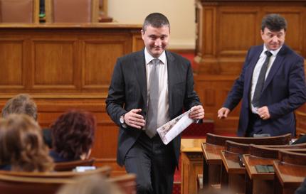 Горанов отстъпи за пенсионните фондове