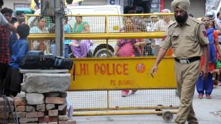 Семейство в Делхи е намерено обесено с вързани ръце и очи