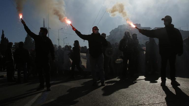 Анархисти нахлуха в гръцка медия