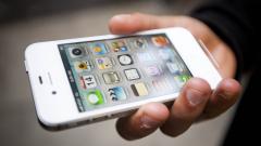 Продажбите на iPhone спадат за първи път от създаването му през 2007 година