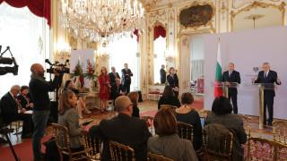 План за реакция при засилена миграция към Европа, поиска Румен Радев във Виена