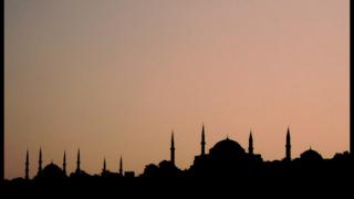 Трети март в Истанбул е хитът сред българите