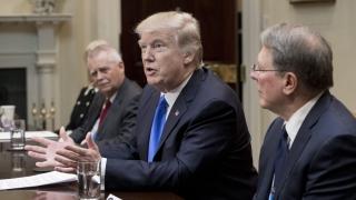 Белият дом защити миграционната заповед на Тръмп