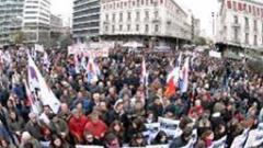 Стачкуващи учители завзеха тв студио в Гърция
