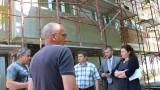 Зам.-министър Крумова проверява санирането в Перник и Бобол дол