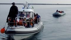 Лодка с 53 иракчани и сирийци заседна до Родопите в Северна Гърция