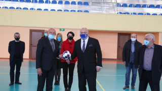 Министър Кралев откри обновена зала по хандбал в НСА