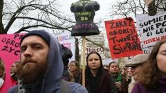 Хиляди на протест във Варшава срещу закона за абортите