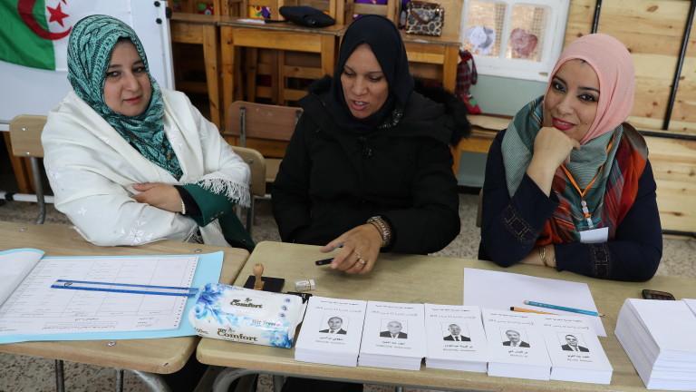 Алжир гласува на президентски избори на фона на протести
