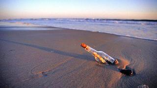 Публикуваха над 100 писма от бутилки, намерени в морето