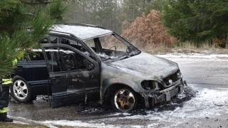 Кола изхвърча от пътя и падна в р. Лева край Враца