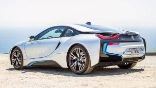 BMW планира супер хибрид със 700