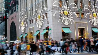 Коледният сезон носи приходи за $1 трилион на търговците в САЩ