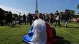 Ужасяваща паника в Париж - фенове сбъркаха фойерверки с бомби (ВИДЕО)