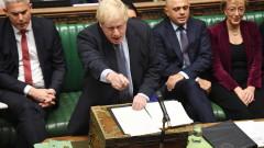 """Британските депутати """"порязаха"""" Джонсън и отложиха споразумението за Брекзит"""