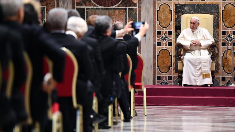 Папата заклейми възхода на национализма и дефектите на глобализацията