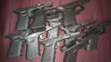 Митничари откриха части за пистолети, облепени по тялото на турчин