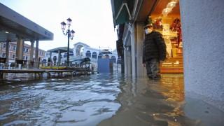 Венеция под вода след закъсняло активиране на защитната система