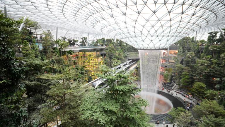 Снимка: Бижуто на летище Чанги в Сингапур