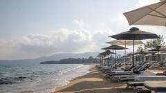 Алармираха, че плажът на къмпинга край Ахелой изчезва
