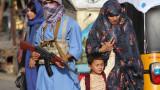Талибаните завзеха и важен афганистански граничен пункт с Пакистан