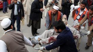Ученик-самоубиец взриви 30 в Пакистан