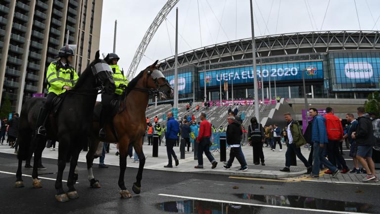 Британската полиция арестува 4 души за онлайн расизъм срещу трима футболисти на Англия