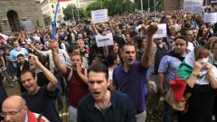 Избраха Делян Пеевски за шеф на ДАНС, Хиляди на протест