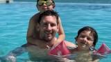 Лионел Меси релаксира със семейството си в Маями