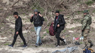 Сръбски митничари откриха мигранти в ТИР в близост до България
