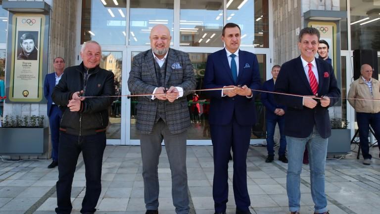 Реновираната спортна зала Васил Левски бе официално открита днес в