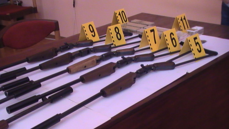 Задържаха 59-годишен, сглобявал пушки в гаража си в Пордим