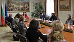 Йотова: Пандемията показа, че е нужна единна политика с българите в чужбина