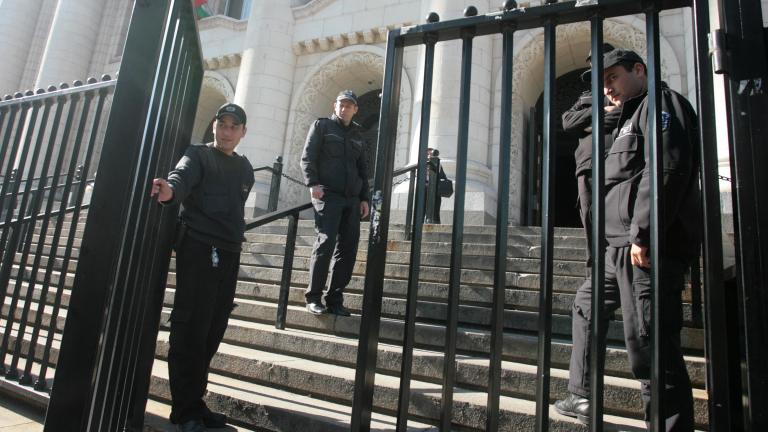 Висшият адвокатски съвет загрижен от казуса с върнатите на Турция опозиционери
