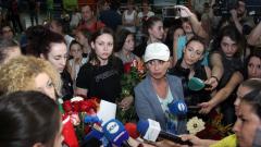 С много емоции на летище София посрещнаха ансамбъла по художествена гимнастика