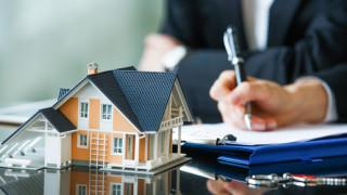 Кризата с COVID-19 е довела до спад в сделките с имоти и достигане нивата от 2019 година