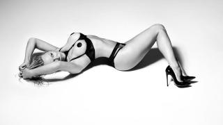 Памела Андерсън с нова порция разголени снимки