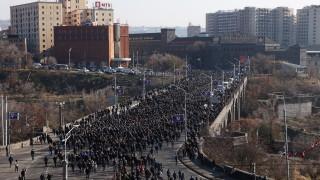 Хиляди арменци подкрепиха нов проект на експрезидента Кочарян