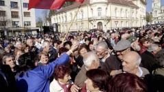 Нинова подкрепи пенсионери от цялата страна, протестиращи пред парламента