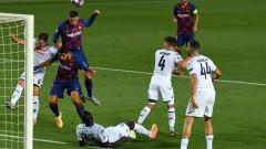 Барселона - Наполи 3:0, гол на Суарес от дузпа