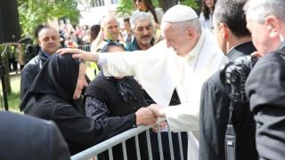 """Папата прие промяна в молитвата """"Отче наш"""""""