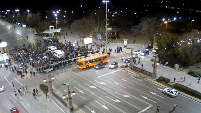 """Около 40 протестиращи блокираха """"Орлов мост"""""""