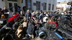 Савченко показа среден пръст на съдията и обвинението в Русия