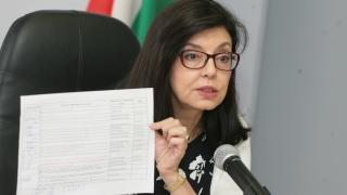 За Кунева няма замразени пари по образователната програма
