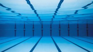 Повечето американци използват басейните като обществени бани за къпане