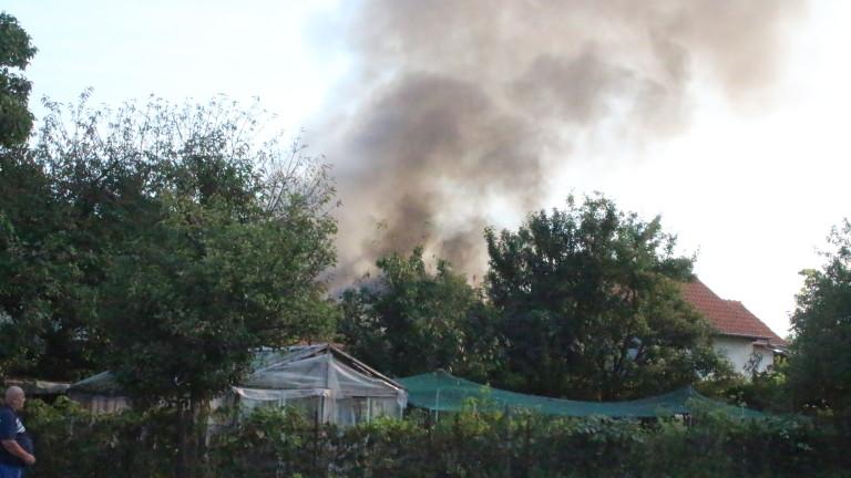 Къща изгоря в Казанлък тази сутрин, съобщи БНТ. Инцидентът се